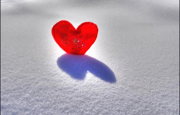 Coeur sur la neige